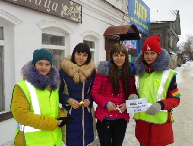 Госавтоинспекторы Судиславля провели акцию «С любовью к ПДД!».