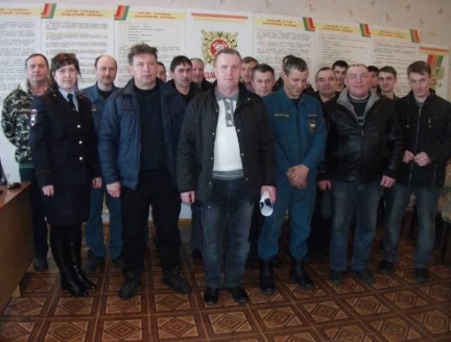 Госавтоинспекторы и сотрудники пожарной спасательной части Судиславского района провели совместные занятия по соблюдению правил дорожной безопасности.