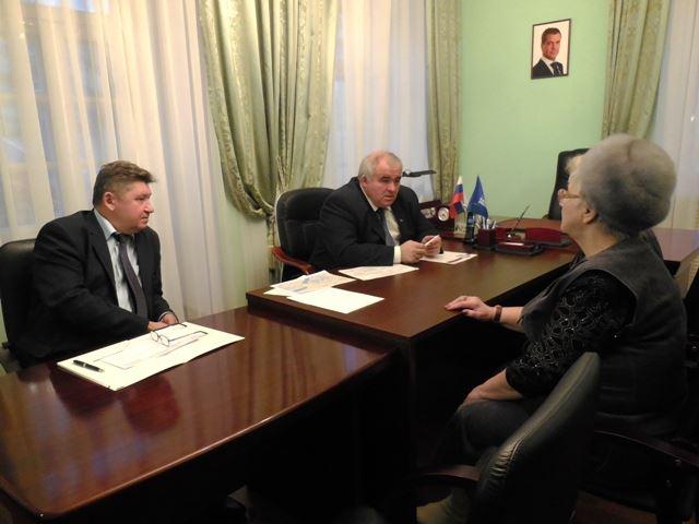 gubernator_provodit_priem