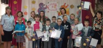В Судиславле госавтоинспекторы напомнили родителям и детям о необходимости соблюдения ПДД в преддверии нового учебного года