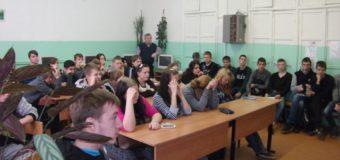 Дорожные полицейские Судиславля организовали для студентов автодорожного колледжа кинолекторий «Взгляд со стороны».