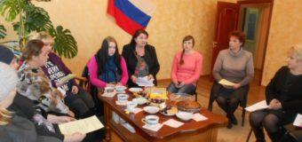 В декабре 2016 года специалисты Судиславского районного отдела ЗАГСа и молодёжного центра организовали и провели круглый стол для будущих мам.