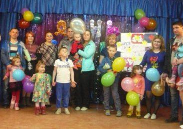 15 мая Судиславский молодежный центр открыл свои двери для молодых семей в клубе «Семейный очаг».