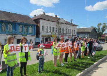 В Судиславле автоинспекторы организовали  автопробег «Вместе – за безопасность детей на дороге!»
