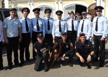 Костромские полицейские отметили день образования службы традиционной комбинированной эстафетой.