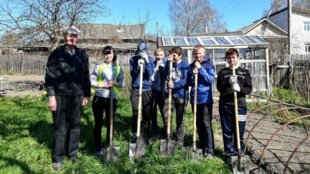 В Судиславском районе волонтеры оказывают помощь одиноким пенсионерам