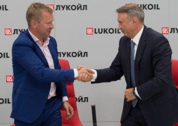 Сбербанк и ЛУКОЙЛ запустили партнерскую программу по кредитным бизнес-картам
