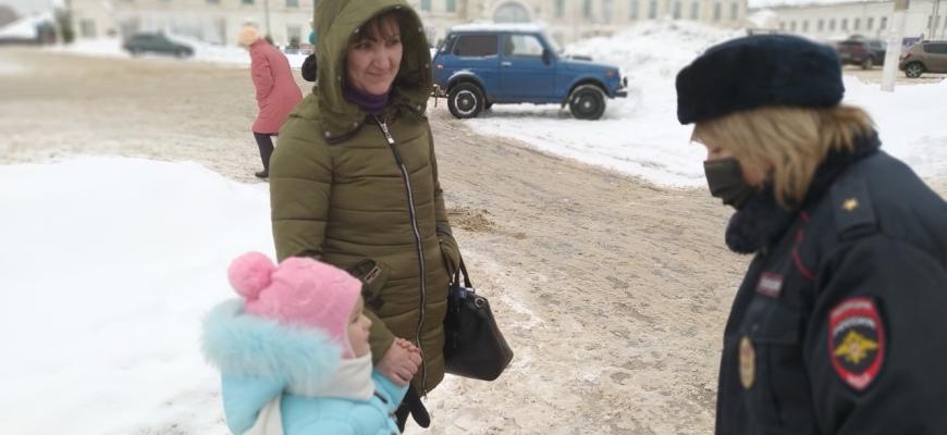 В Судиславле госавтоинспекторы напомнили пешеходам правила безопасности на дороге